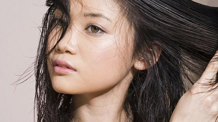 Đôi khi các sản phẩm làm đẹp như dầu gội đầu, kem ủ tóc cũng là nguyên nhân mụn mọc ở cổ.