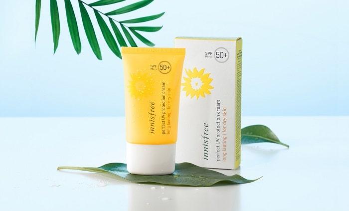 Tương tự với loại kem chống nắng Innisfree trên, nhưng đây là sản phẩm dành cho da khô.