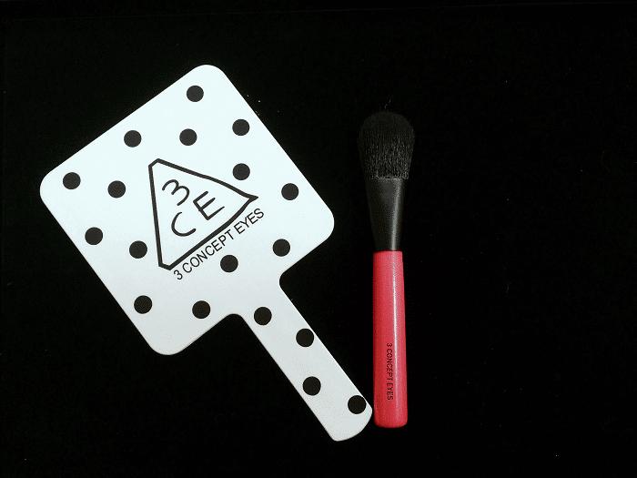 Cọ tán kem nền của bộ trang điểm mini 3CE