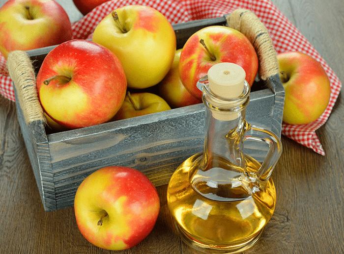 cách trị mụn ở cổ và lưng bằng giấm táo