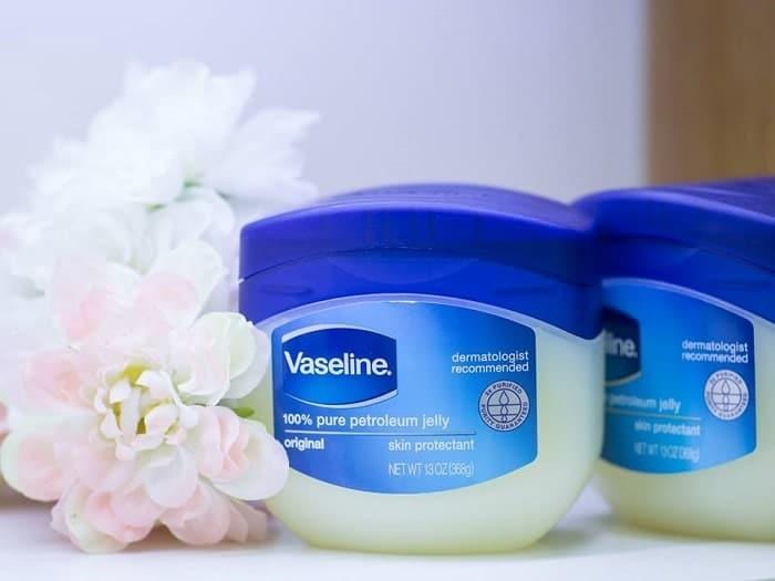 cách dưỡng mi bằng vaseline
