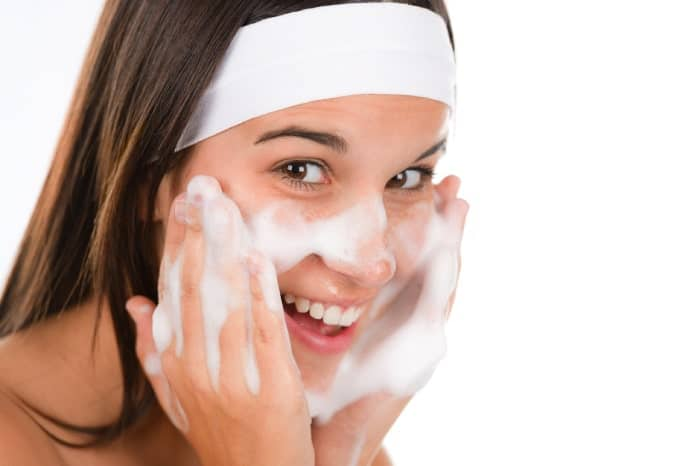 sữa rửa mặt cho da dầu mụn tốt nhất