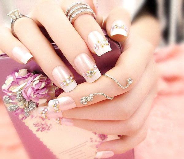 những mẫu móng tay đính đá đẹp